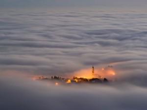 asiago-plateau-fog-italy_47050_990x742